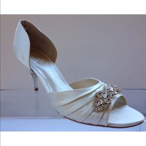 Ivanka Trump Womens Off White Satin Sandals 10 M